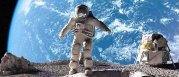 astronauți