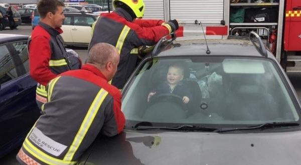 copil pompieri masina